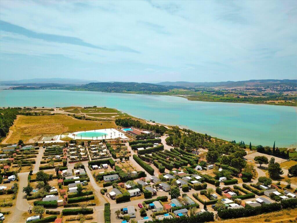 Camping Le Nautique Narbonne Francia Languedoc Roussillon baño parcela